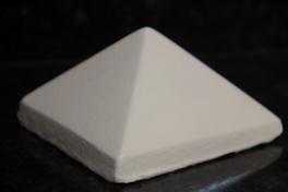Capitel para mourões de fixação da grade de concreto pré moldada.